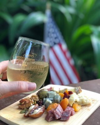How are you celebrating the Stars and Stripes? Happy July 4th! 🍷🇺🇸 . . . #fourthofjuly #independenceday #redwhiteandblue #redwhiteandwine #freedom #julyfourth #wine #winepairings #instawine #summerwine #summertime #winetime #winelover #winelovers #cheers #texaswinecountry #texaswinery #texaswine #visittexas #texashighways #365hou #visithouston #texaswineries #texasbluebonnetwinetrail