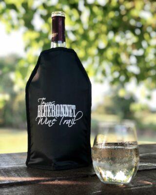 Late summer sipping. ☀️ Who's ready for fall? • • • • #endofsummerwine #texassummer #itshotoutside #wine #instawine #winetime #winelover #winelovers #cheers #texaswinecountry #texaswinery #texaswine #visittexas #texashighways #365hou #visithouston #texaswineries #texasbluebonnetwinetrail @bernhardtwinery @corkthiswinerymontgomery @messina_hof @peach_creek_winery @perrinewinery @pleasanthillwinery @saddlehornwinery @texasstarwinery
